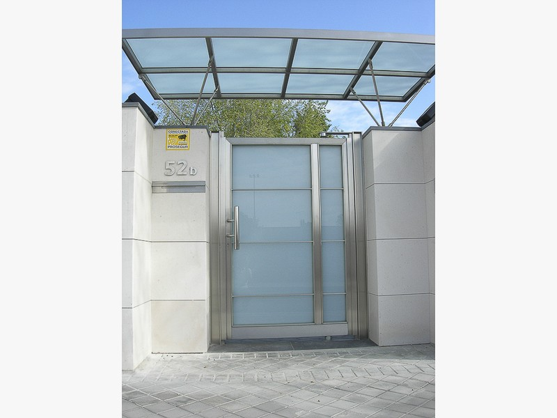 puertas comunidades marquesina acero madrid