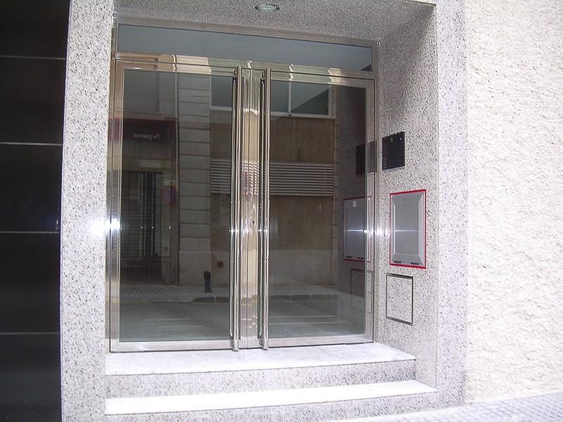 puertas de acero para portales madrid