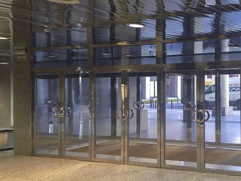 puertas acero edificios públicos madrid
