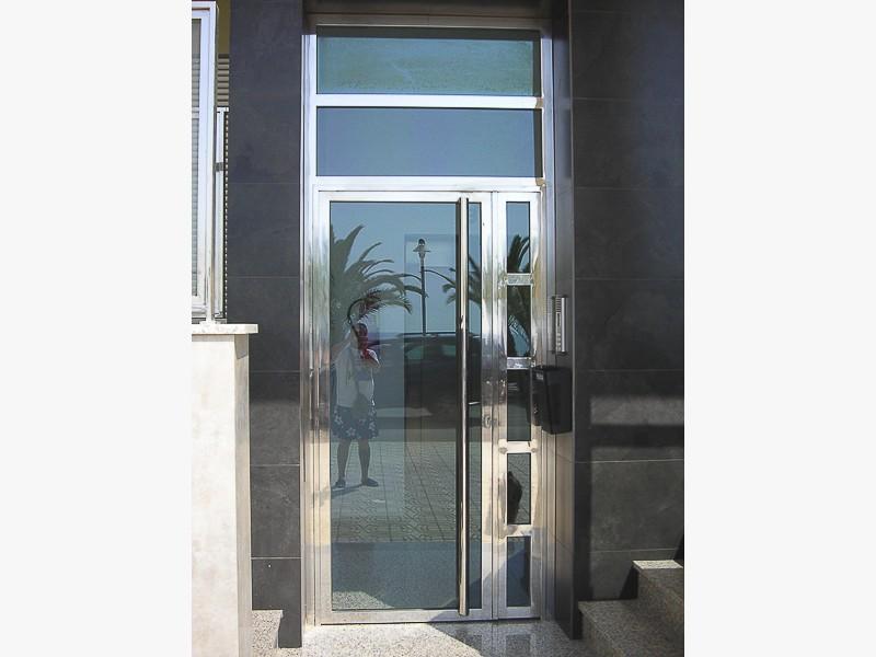 puertas acero inoxidable brillantes portales madrid