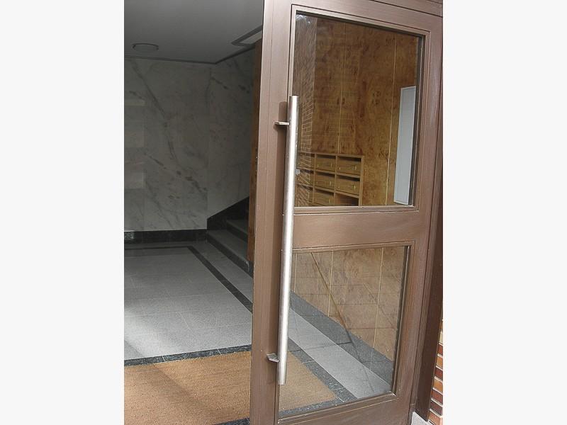 tiradores acero puertas madrid