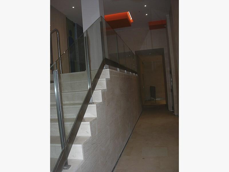 barandillas escaleras centros comerciales madrid