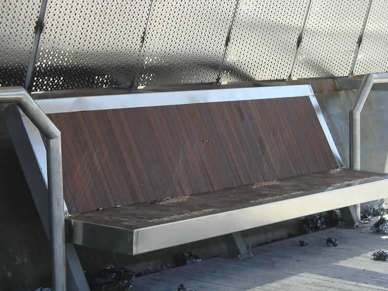 mobiliario urbano acero madrid